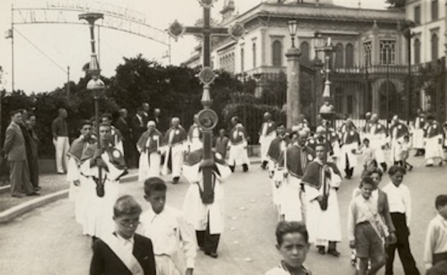 Processione a Bellagio