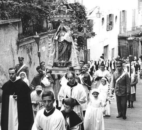 Foto in bianco e nero Processione Salita Serbelloni
